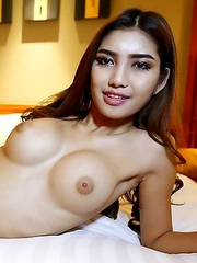 20 year old horny Thai shemale Wine gives tourist a naughty blowjob and licks his cum up